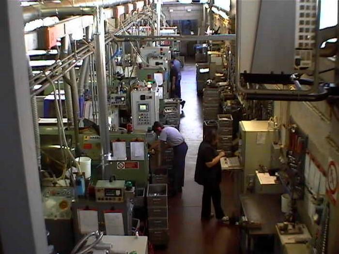 Lavorazioni in corso nel capannone Lusa Torneria Meccanica